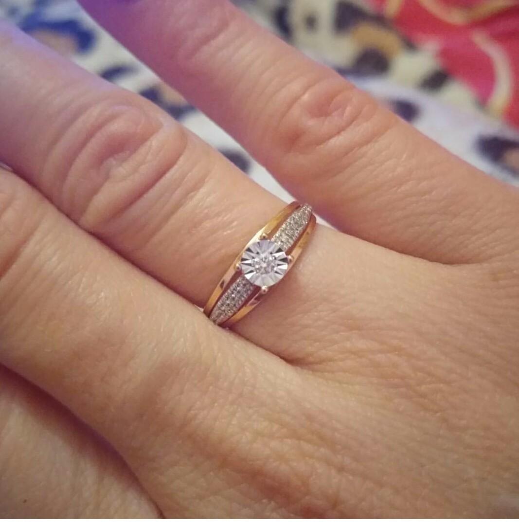 Рекомендую именно это кольцо, так как очень красиво смотрится на пальце. Сп