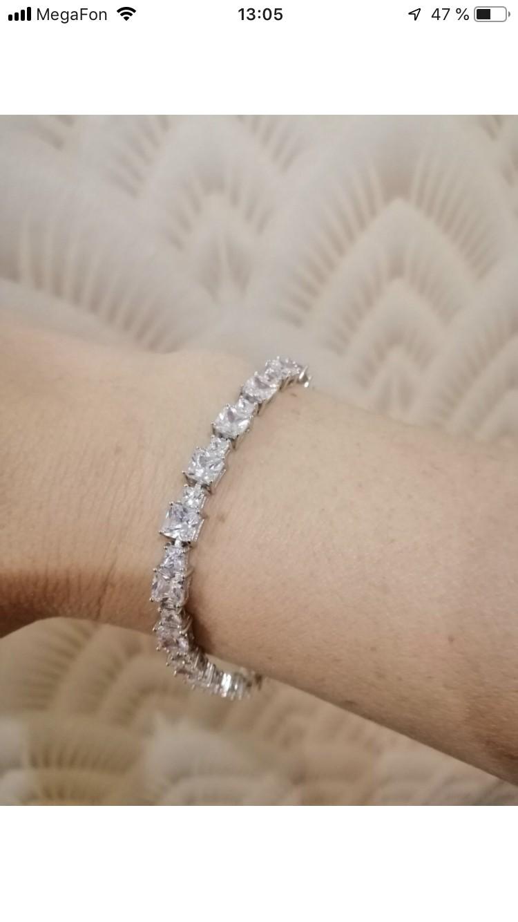 Серебряный браслет с фианитами. очень красивый, на солнце переливается.