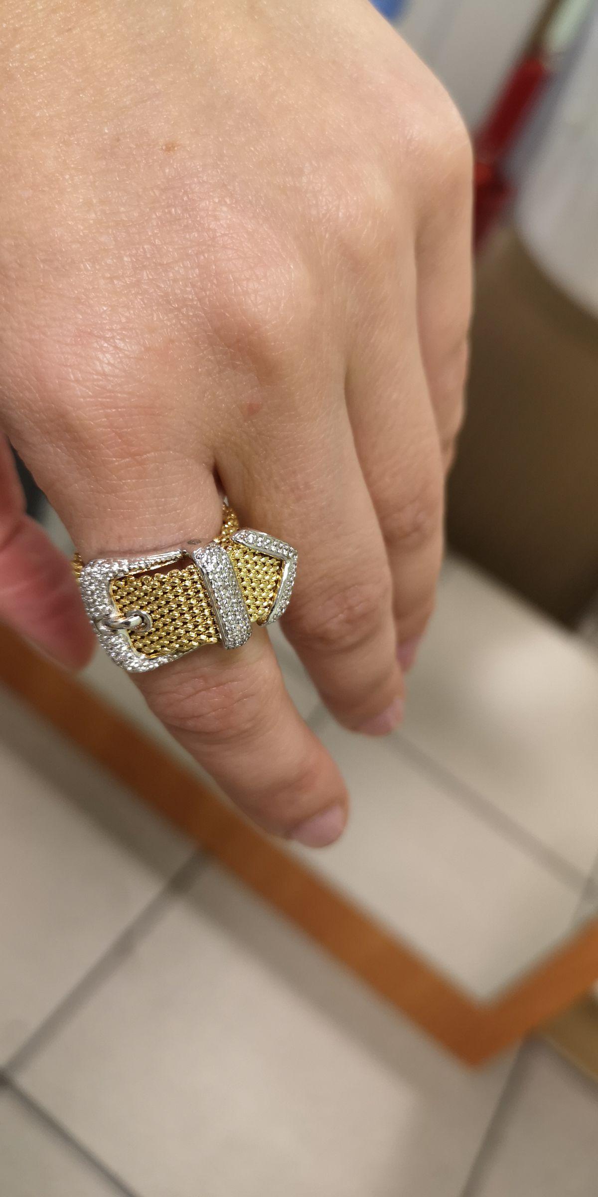 Стильное, мягкое кольцо