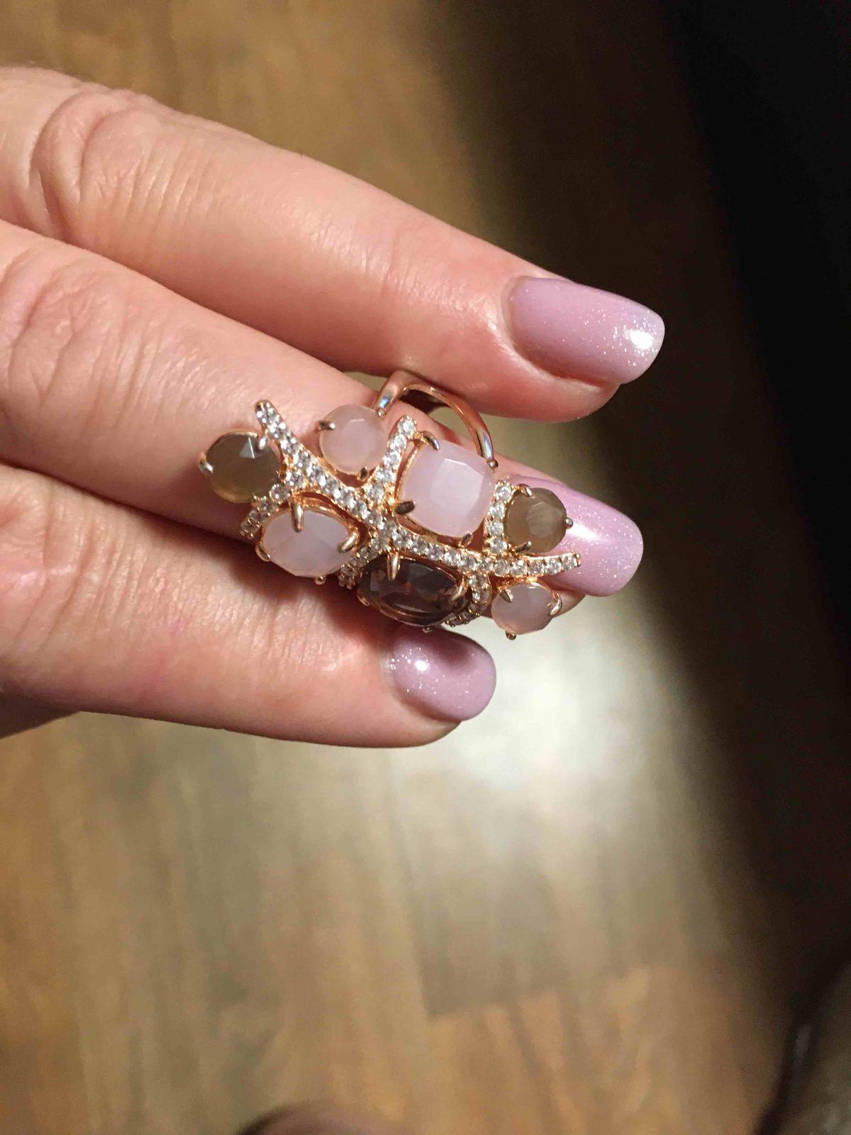 Кольцо супер , так благородно смотрится на руке, нежное сочетание цветов