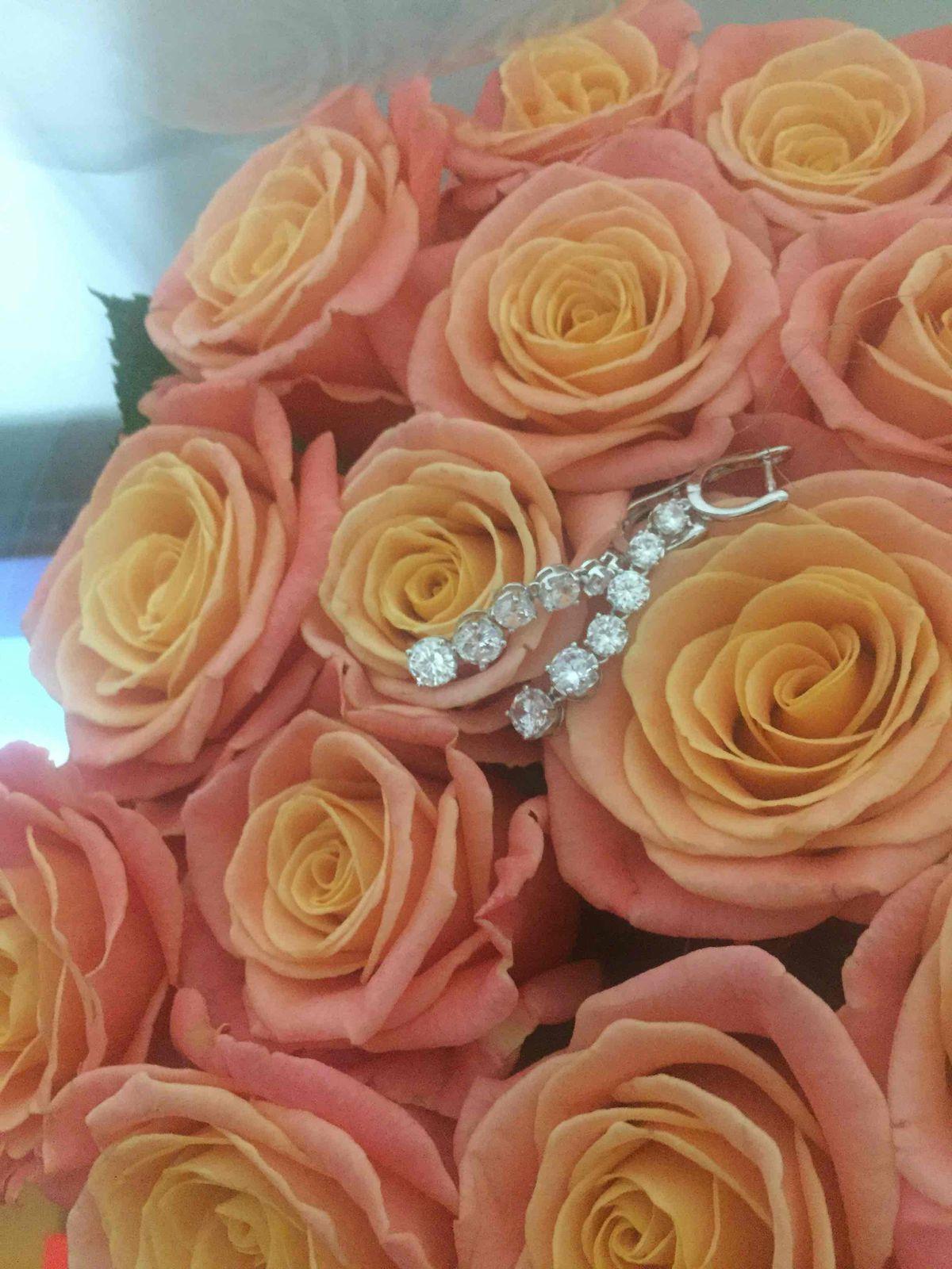Любимый сделал подарок на 8 марта очень красивые сережки