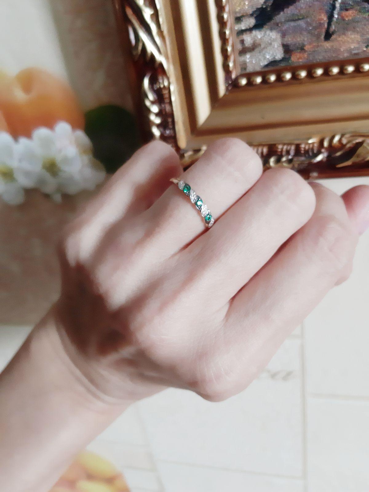 Милое колечко с бриллиантами и изумрудами