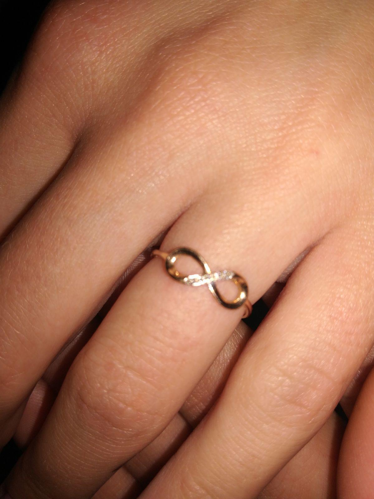 Кольцо с 5 маленькими брюликами