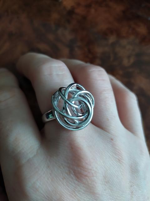 В кольцо влюбилась