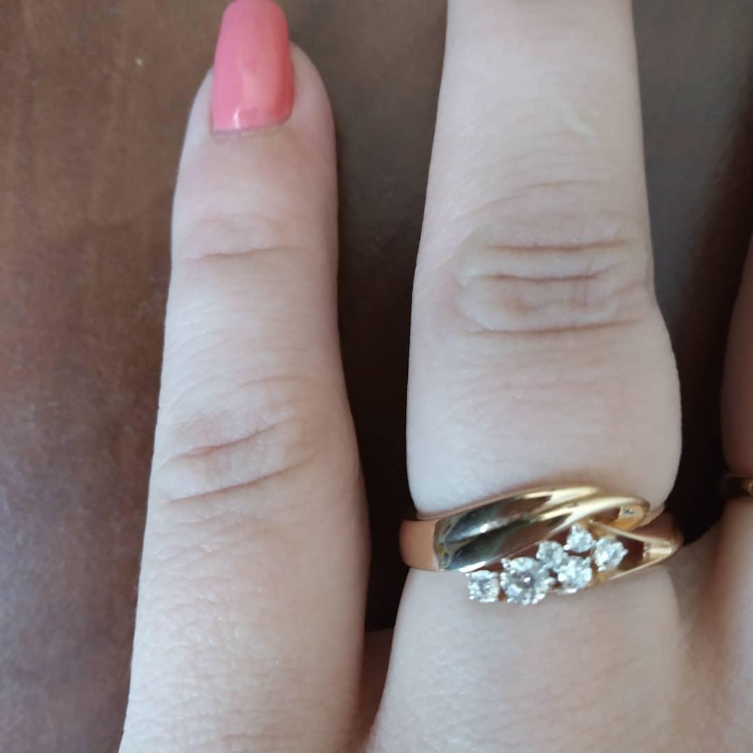 Кольцо золотое 585 пробы с фианитами