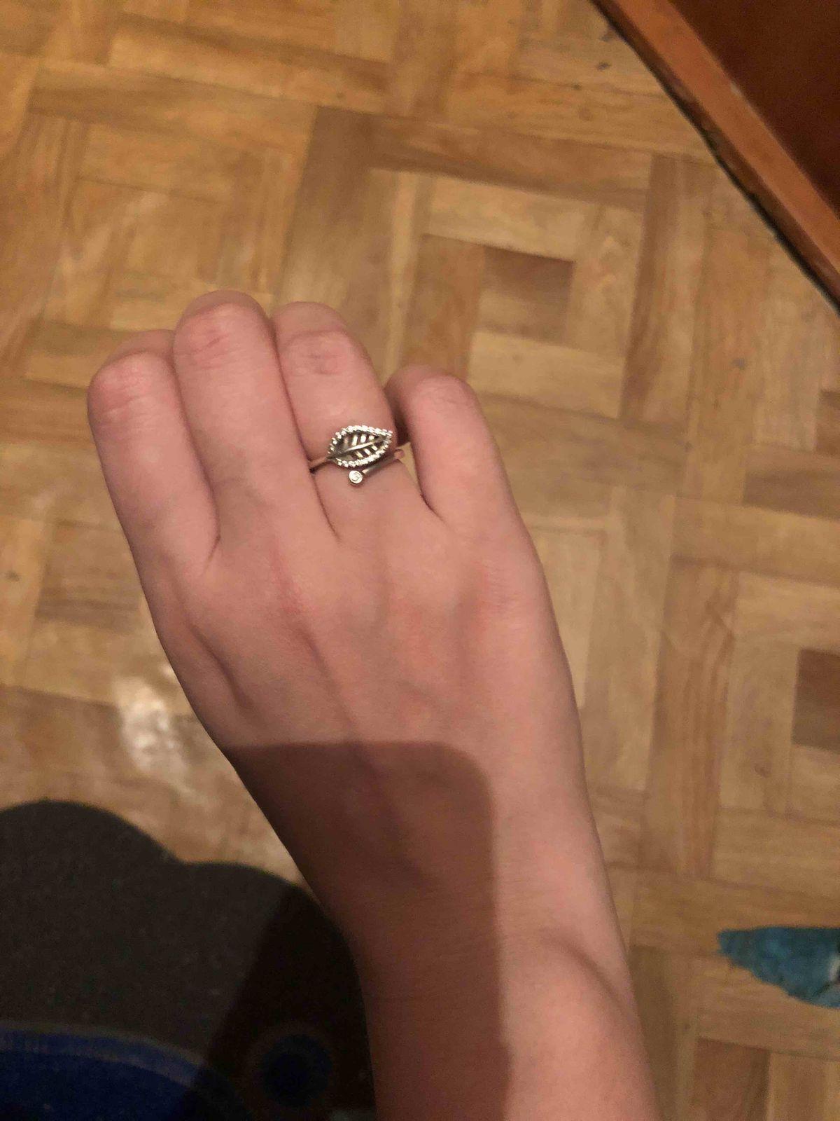 Кольцо с листочком