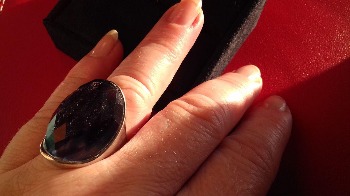 Захотелось к вечерним платью массивный перстень