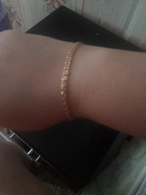 Муж подарил мне браслет