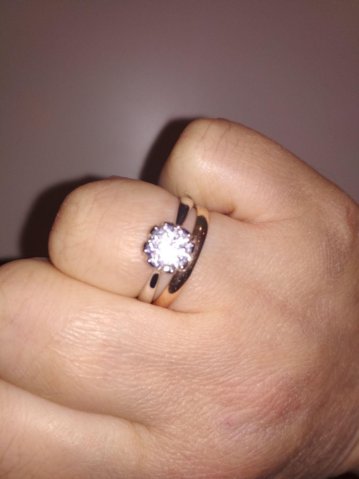Простое и,в то же время, красивое кольцо.