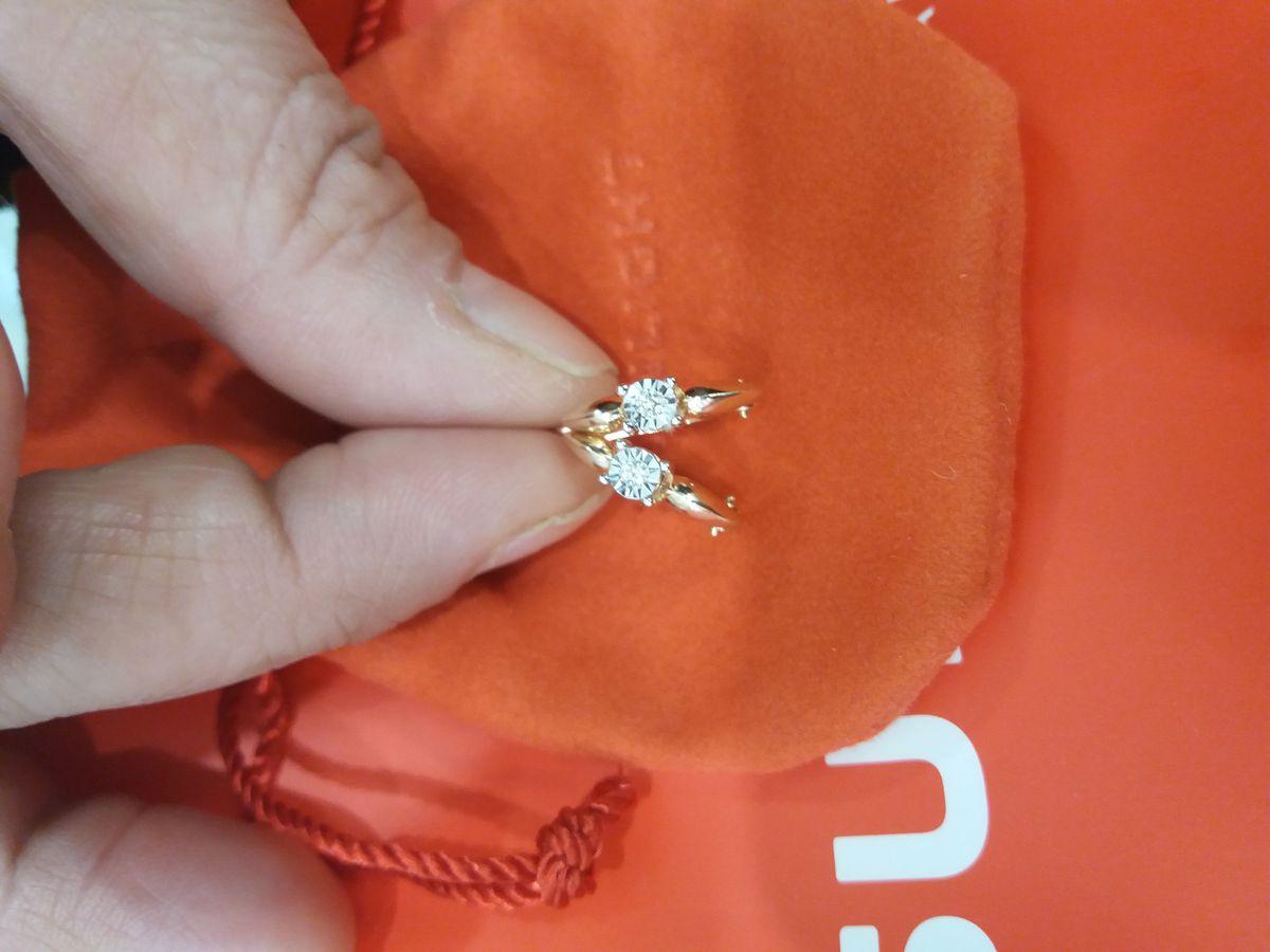 Шикарные бриллиантовые серьги.