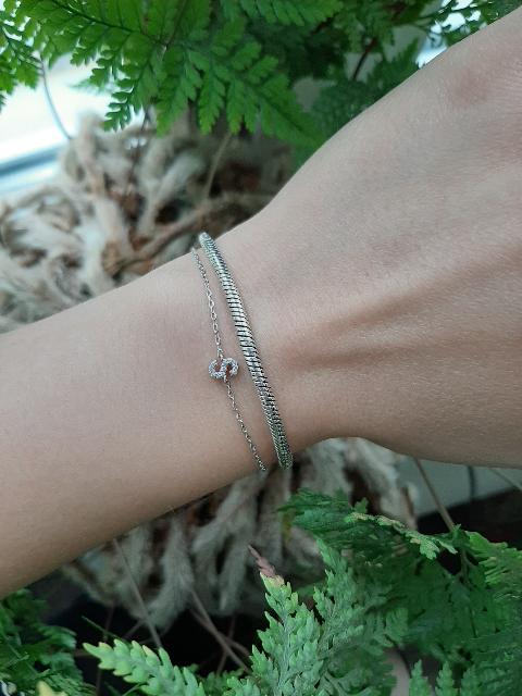 Идеальное украшение для дополнения к более массивным браслетам