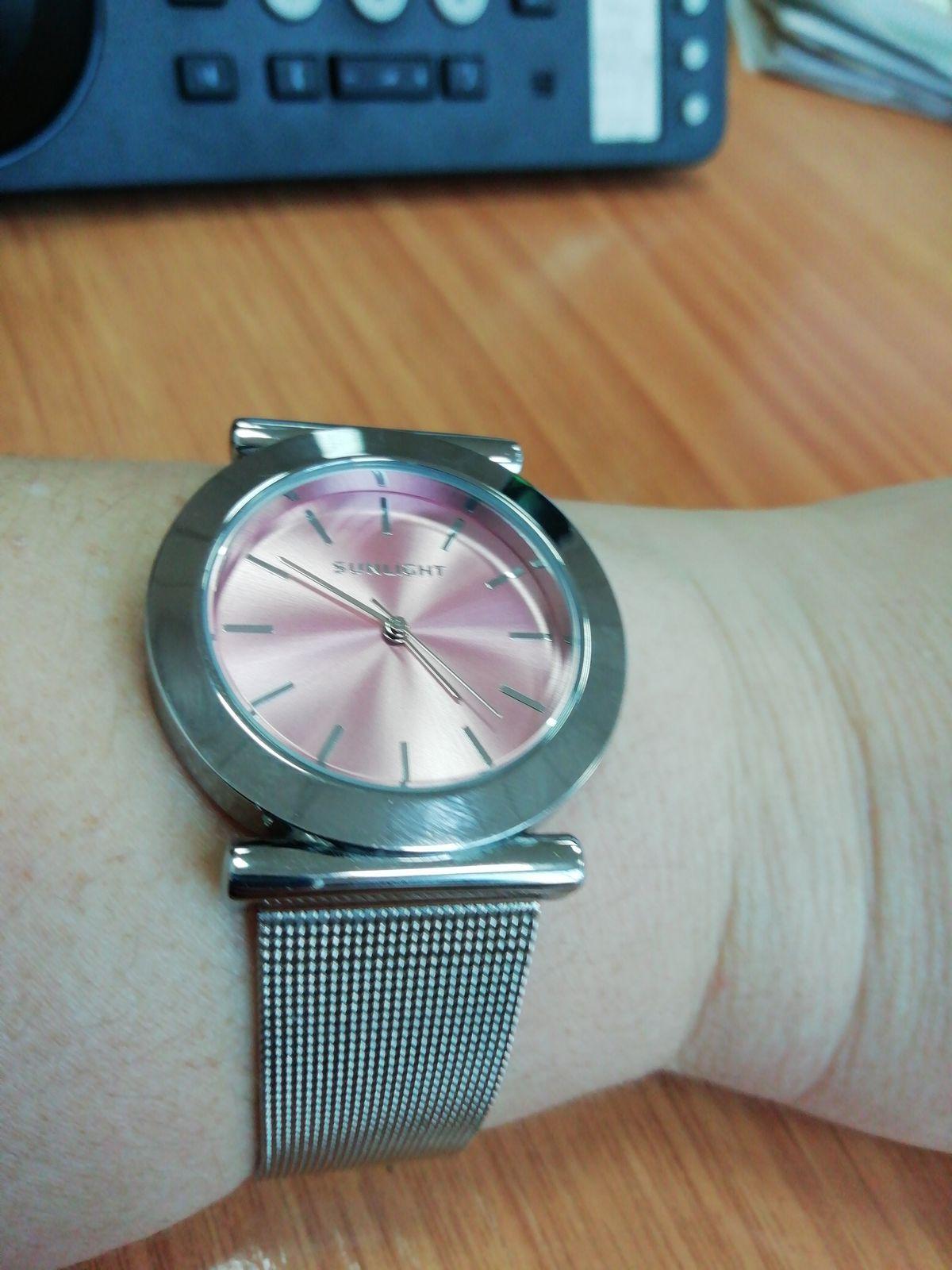 Часы шикарно смотрятся на ручке