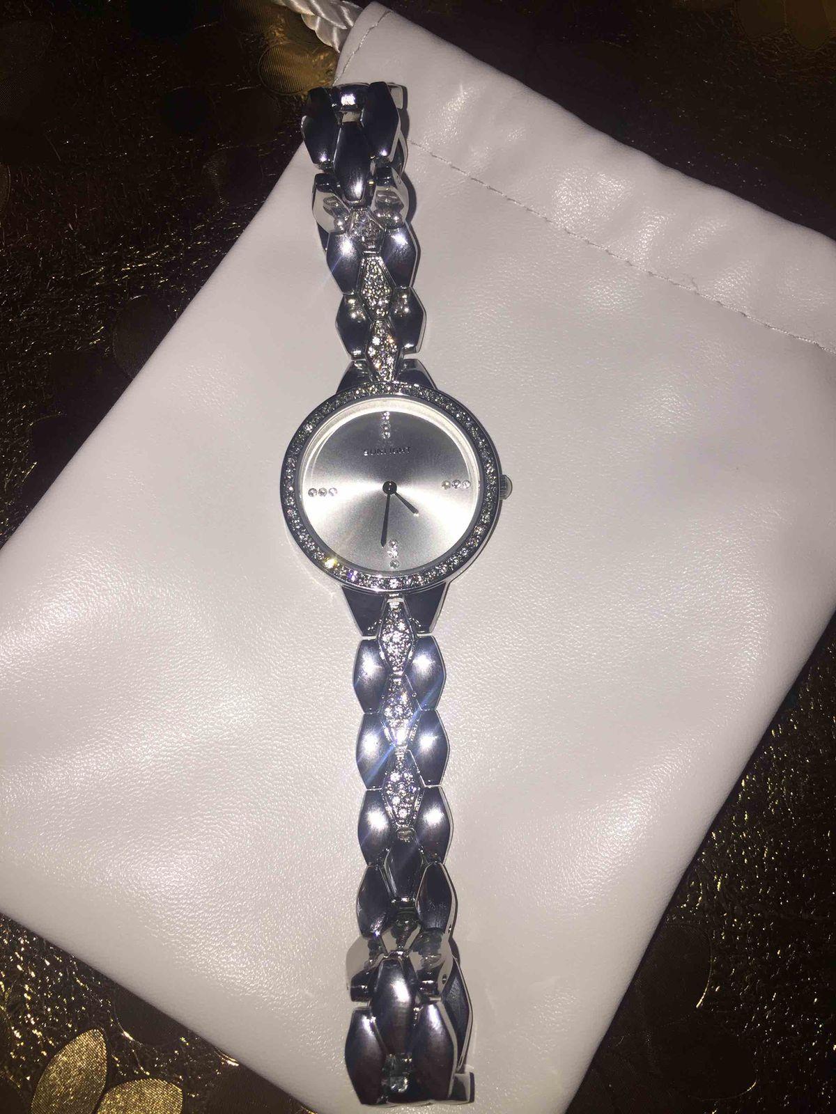 Элегантные часы, хоть куда!