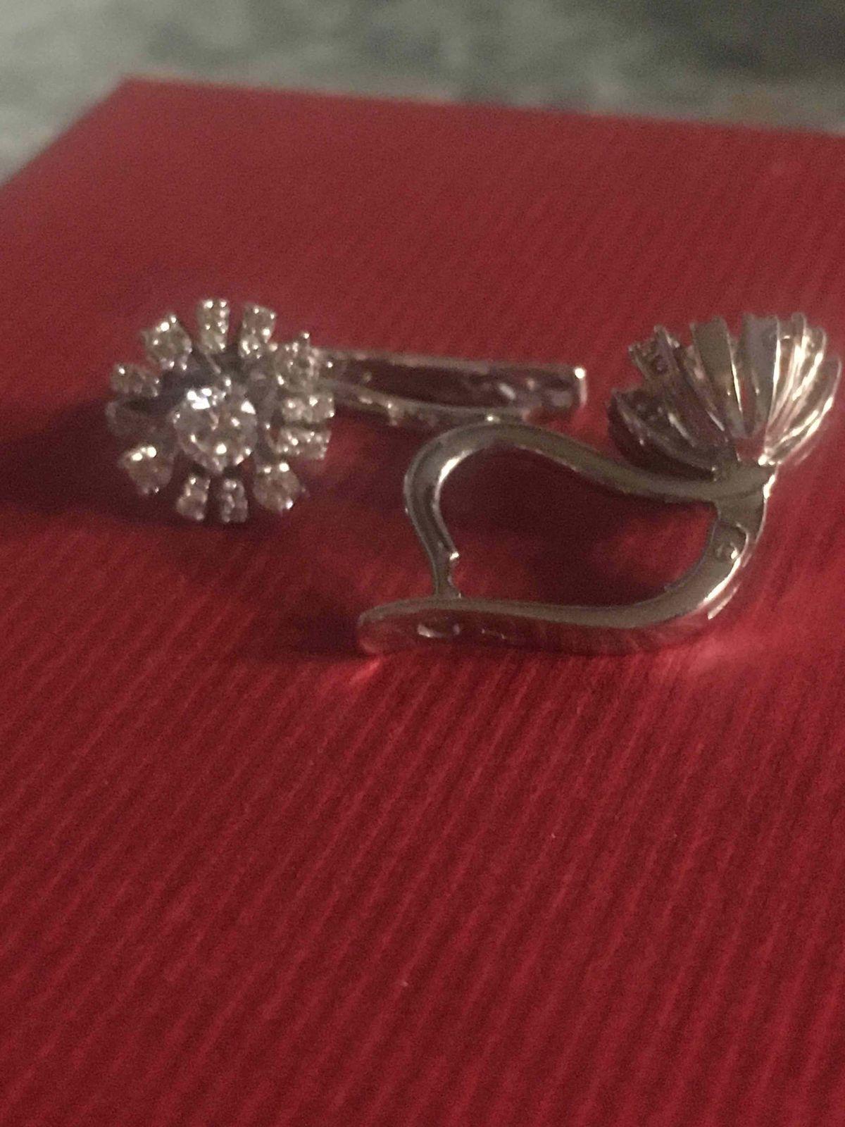 Нежный бриллиантовый цветок