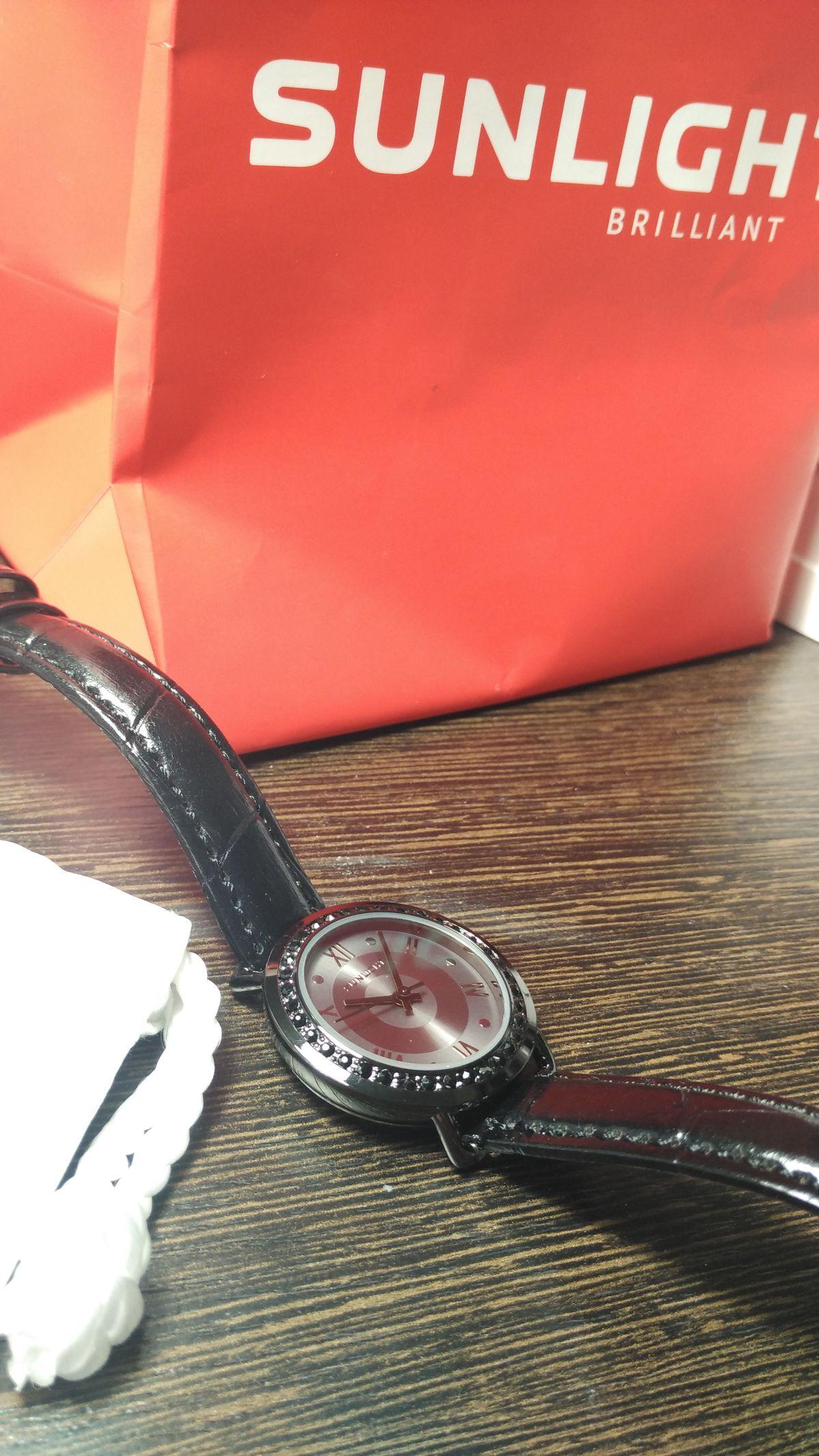 Наручные часы с кристаллами