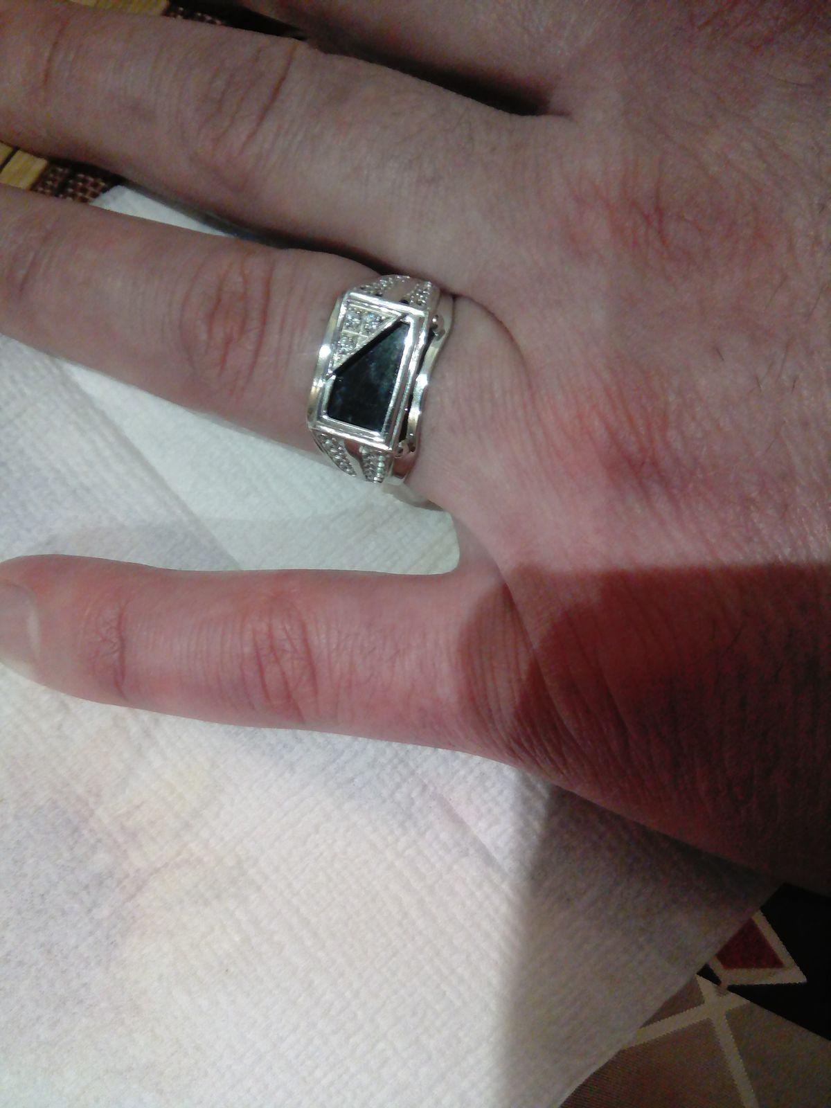 Серебряное кольцо с  фианитами  просто  класс Подарок мужу на День Рождения