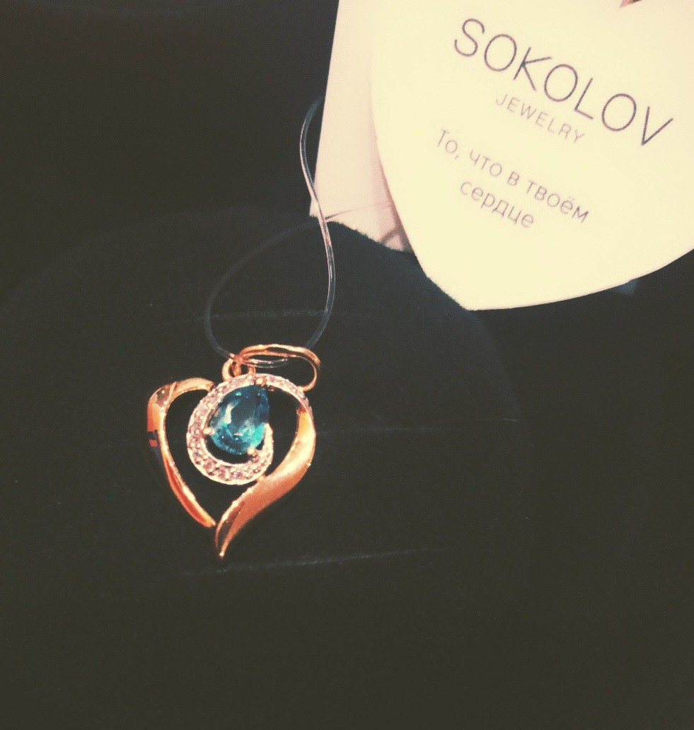 Подвеска в форме сердца из розового золота.