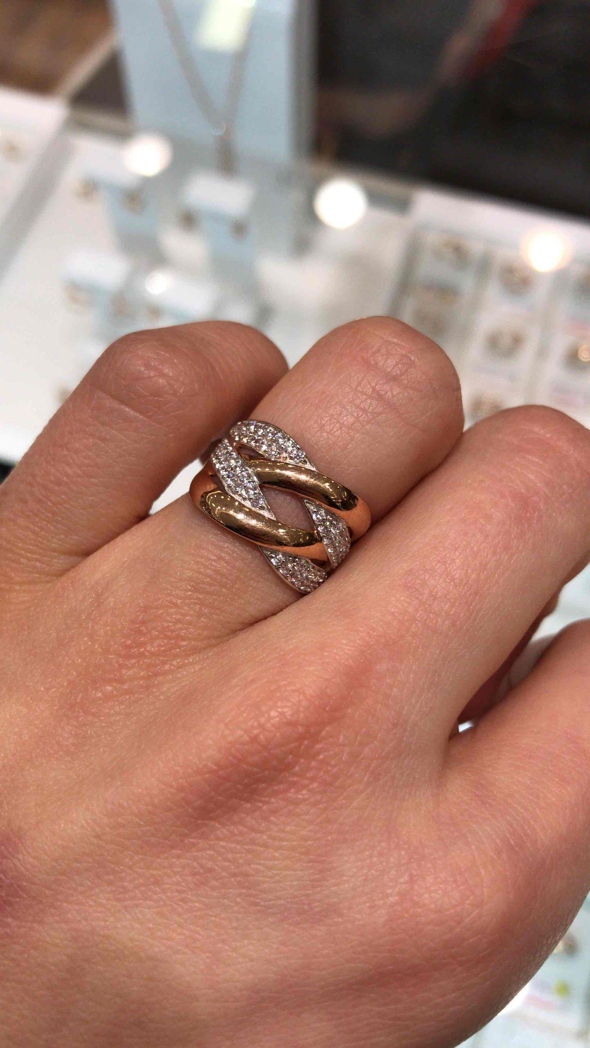 Я влюблена в кольцо давно на него смотрела