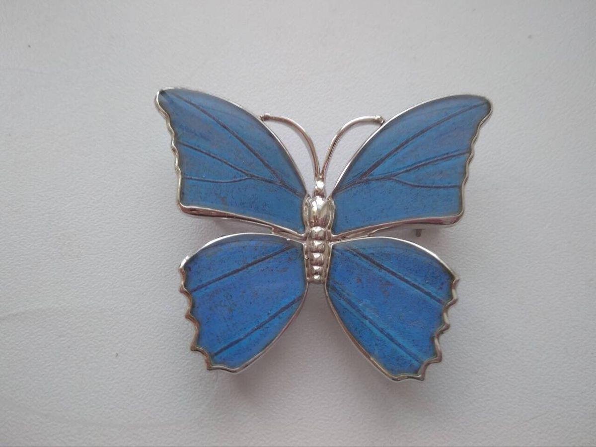 Красивая брошка-бабочка
