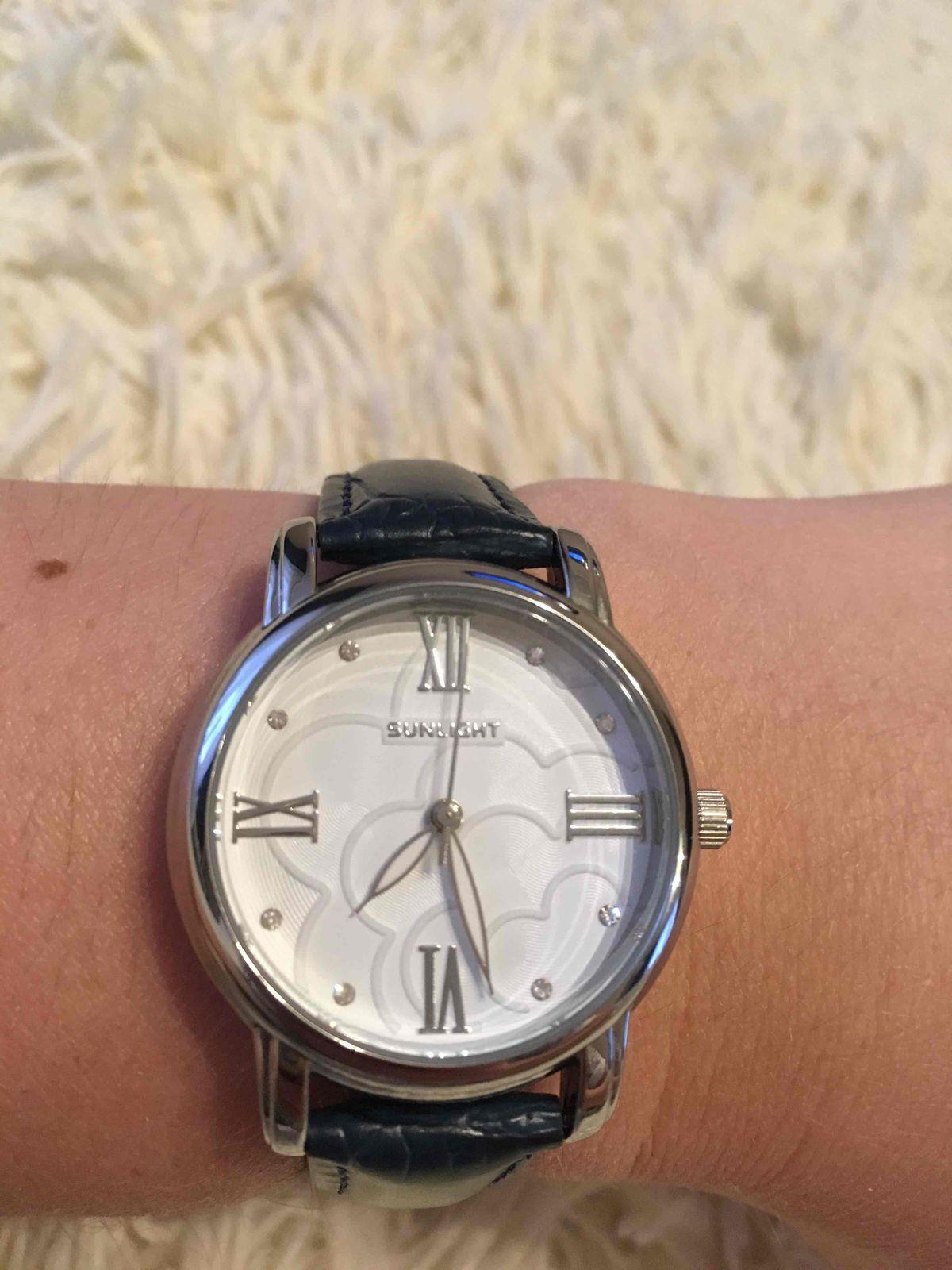 Часы на кожаном ремне