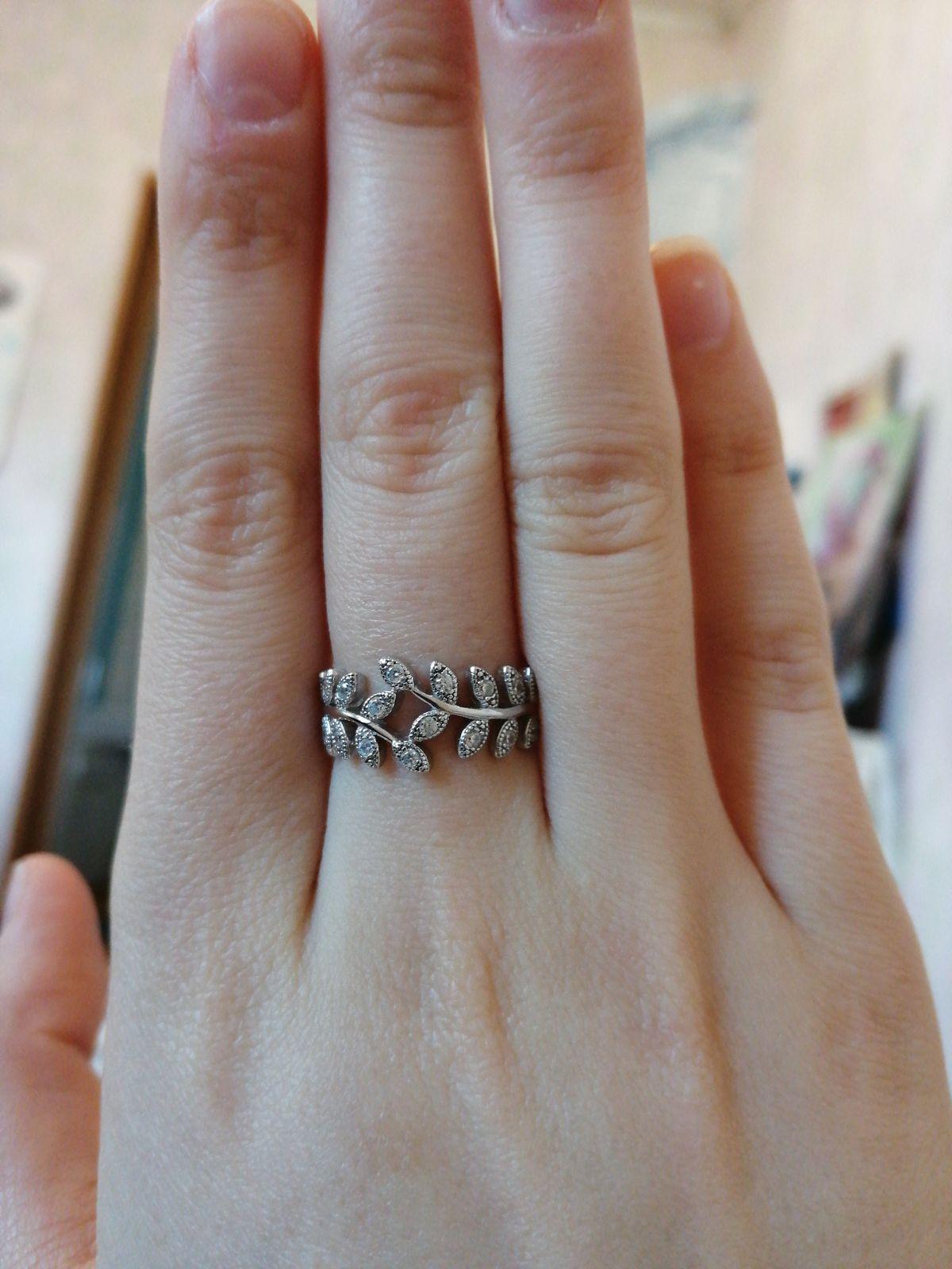 Серебреное кольцо с фианитами