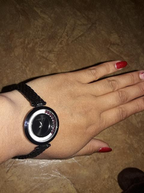 Купила часы с танцующими кристаллами очень рада покупке,ношу не снимая!!!
