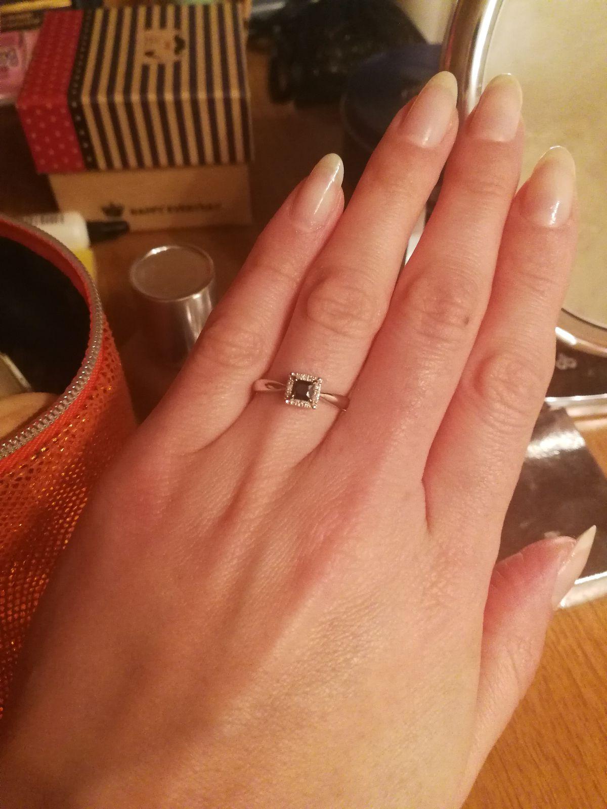 Простое лаконичное кольцо для девушек с хорошим вкусом