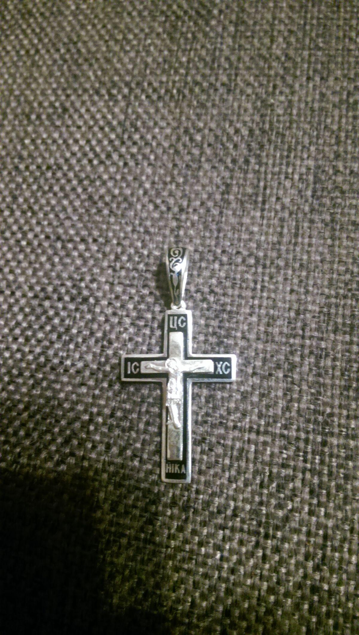 Красивый мужской крестик.