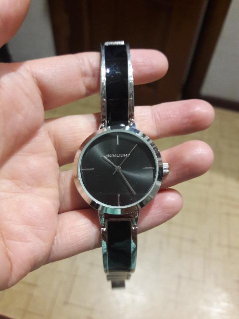 Часы очень хорошие, небольшие и очень красивые, аккуратные и самое то.