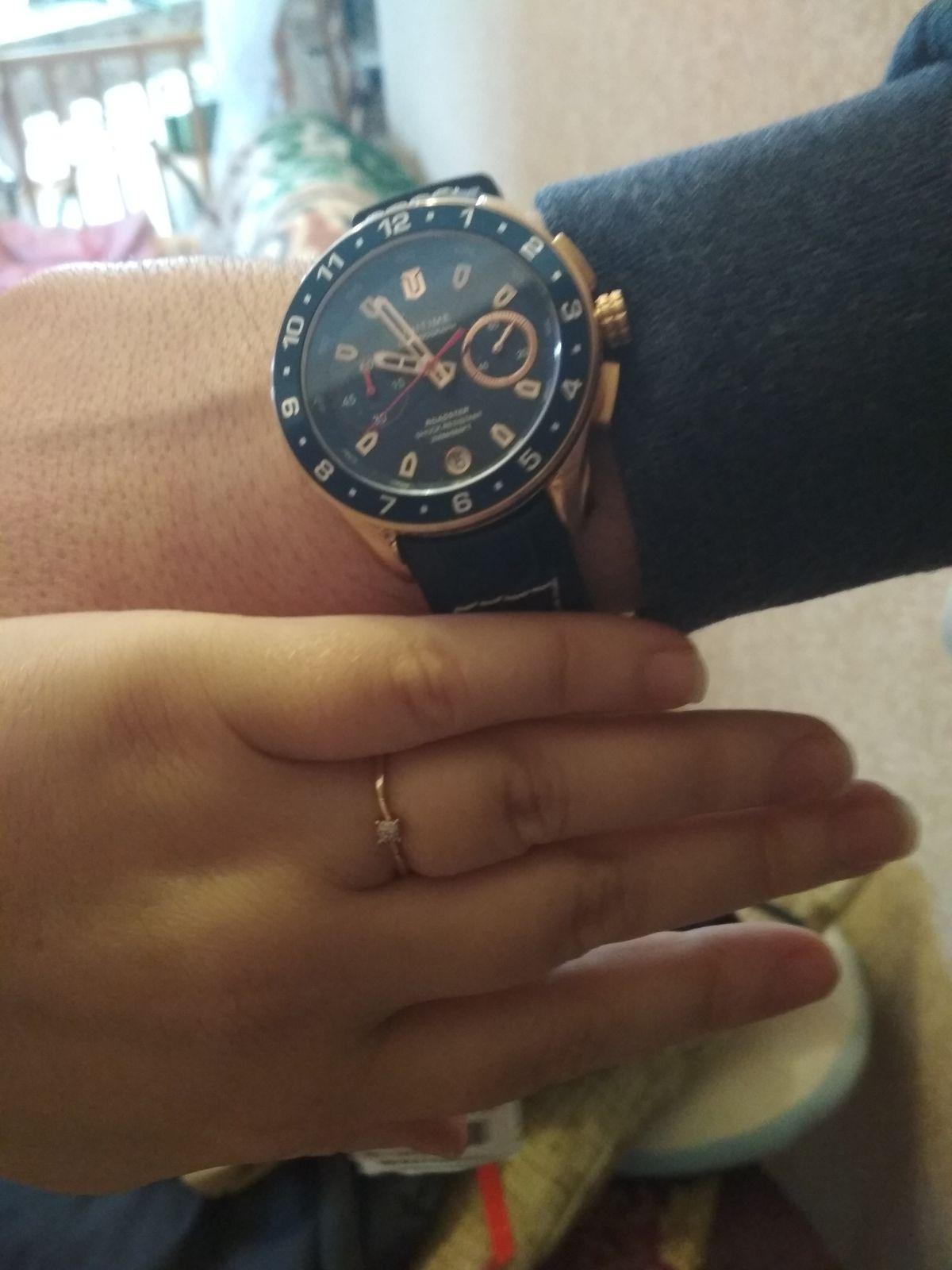 Красивые, стильные часы!