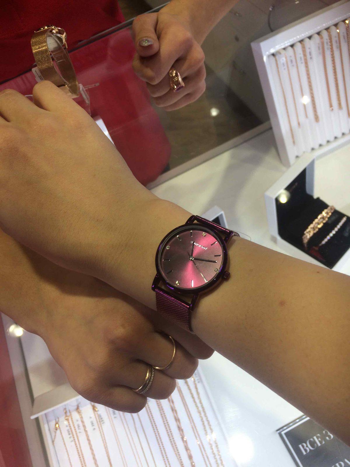 Женские часы бордовые