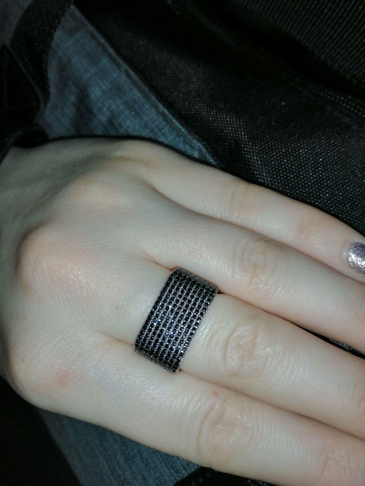Квадратное серебряное кольцо с чёрными фианитами