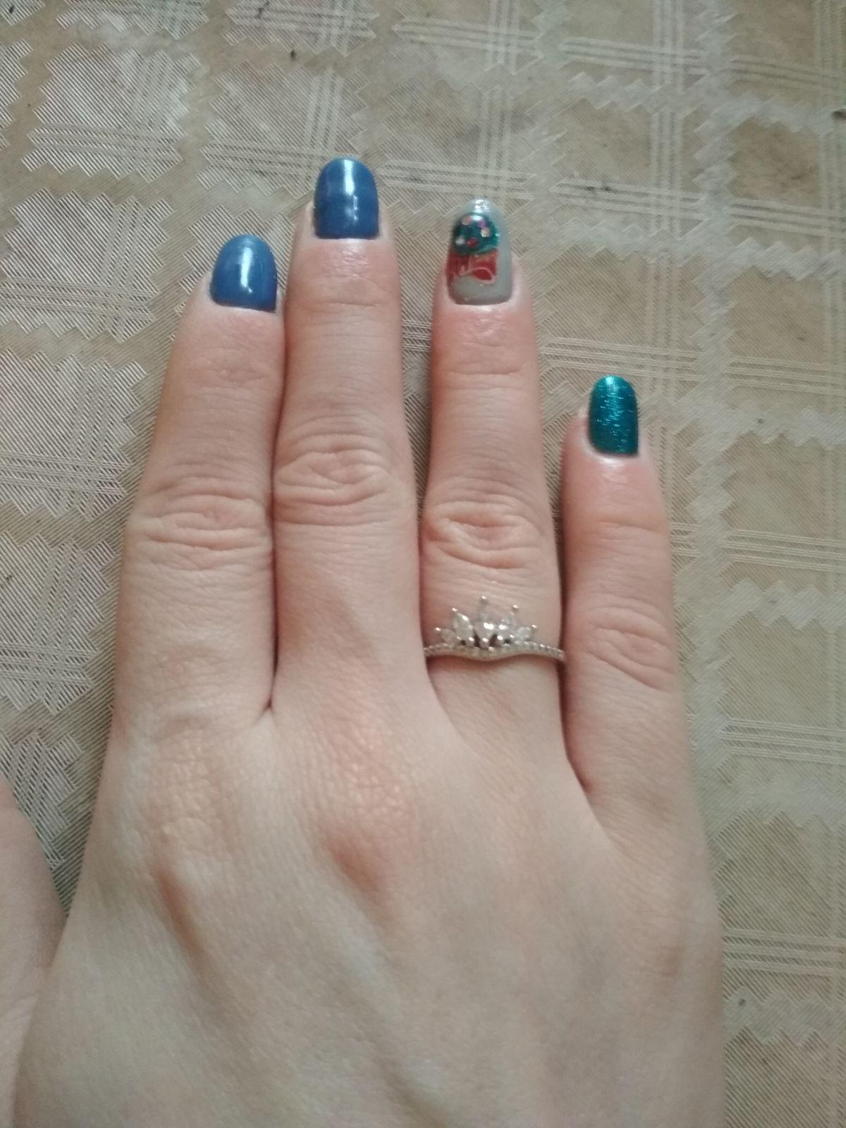 Рекомендую девочки)Очень симпатичное и выглядит на пальце просто прекрасно