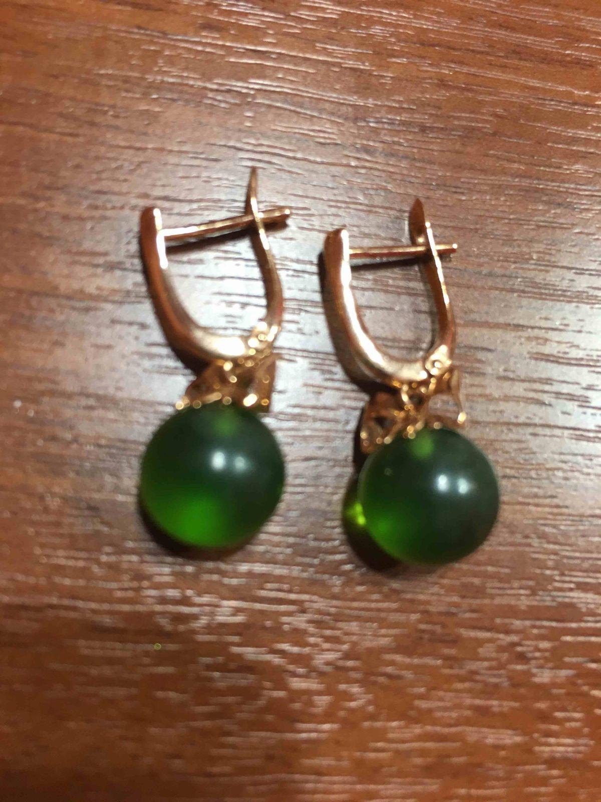 Серебряные серьги с зеленым янтарем
