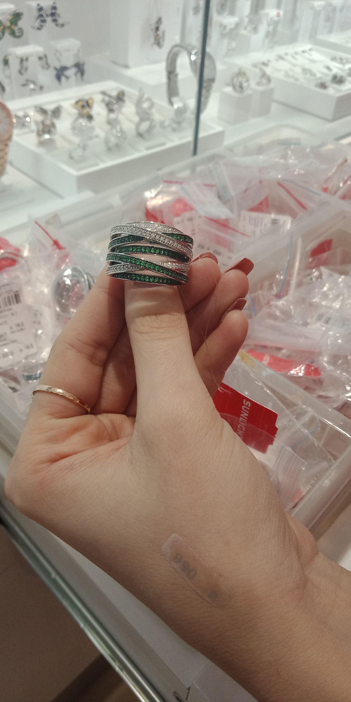 Прекрасное кольцо на подарок!)