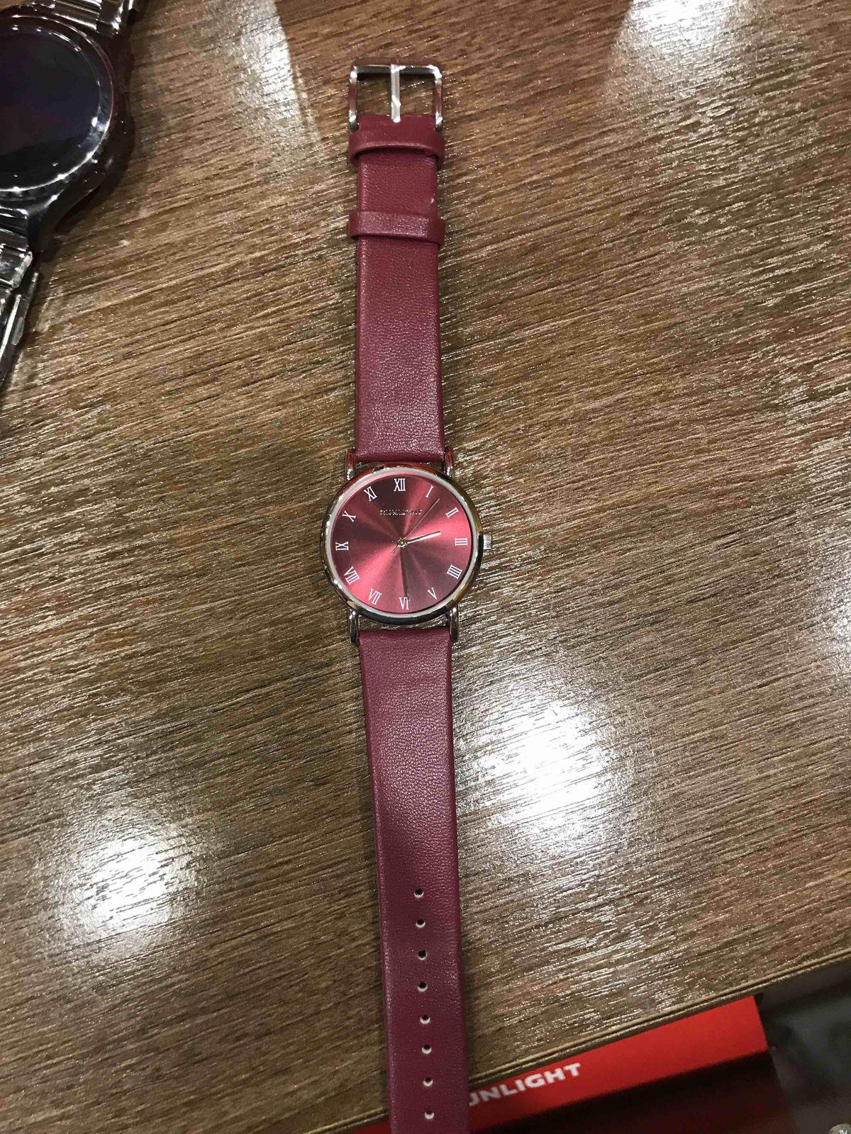 Часы бордовые