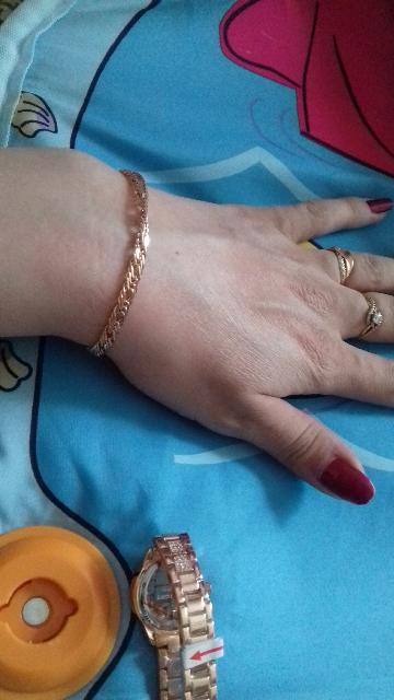 Золотой браслет очень изящный !!