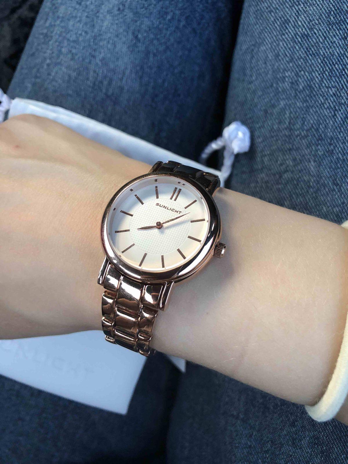 Эти часы моя новая любовь! безумно красиво смотрятся на руке, купила сразу!