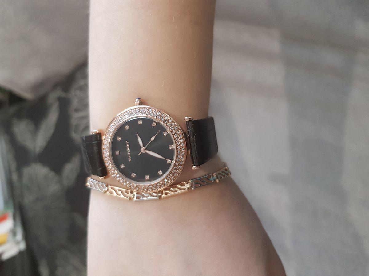 Милые, стильные часы