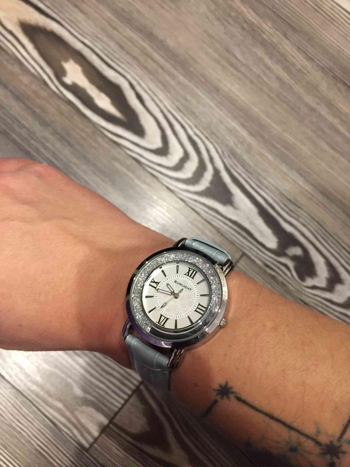 Часы с плавающими стразами в стиле chopard