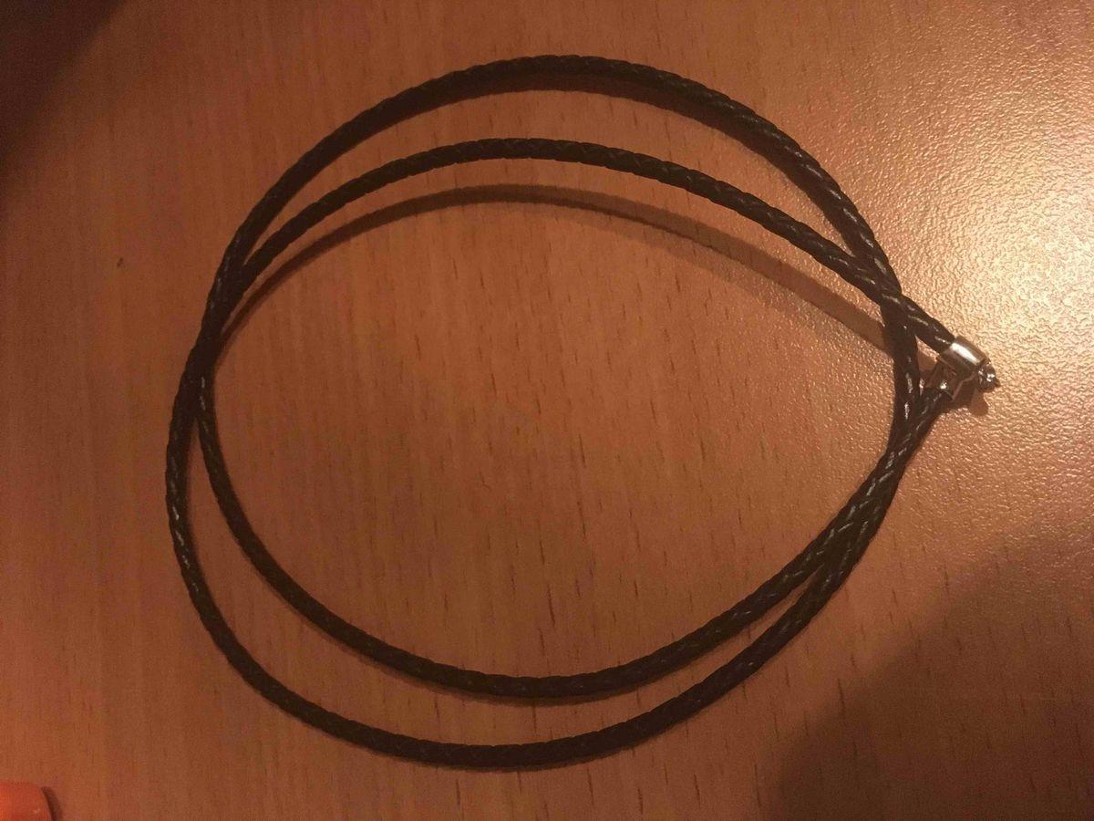 Шнурок для подвески на шею