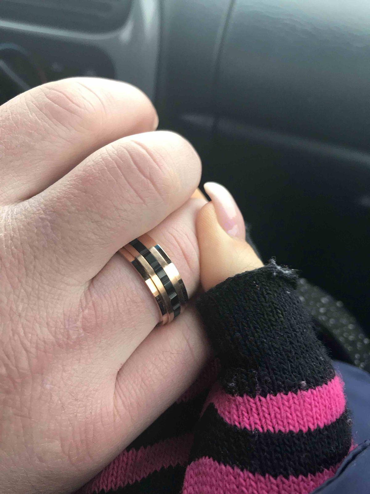 Купила кольцо парню на подарок