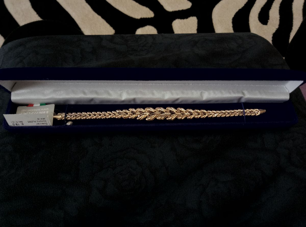 Очень красивый золотой браслет!