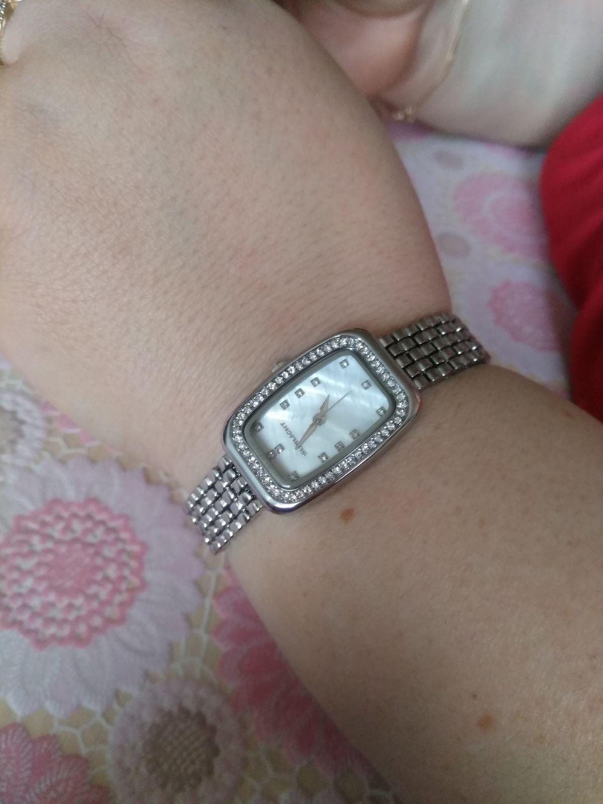 Часики с красивым металлическим браслетом