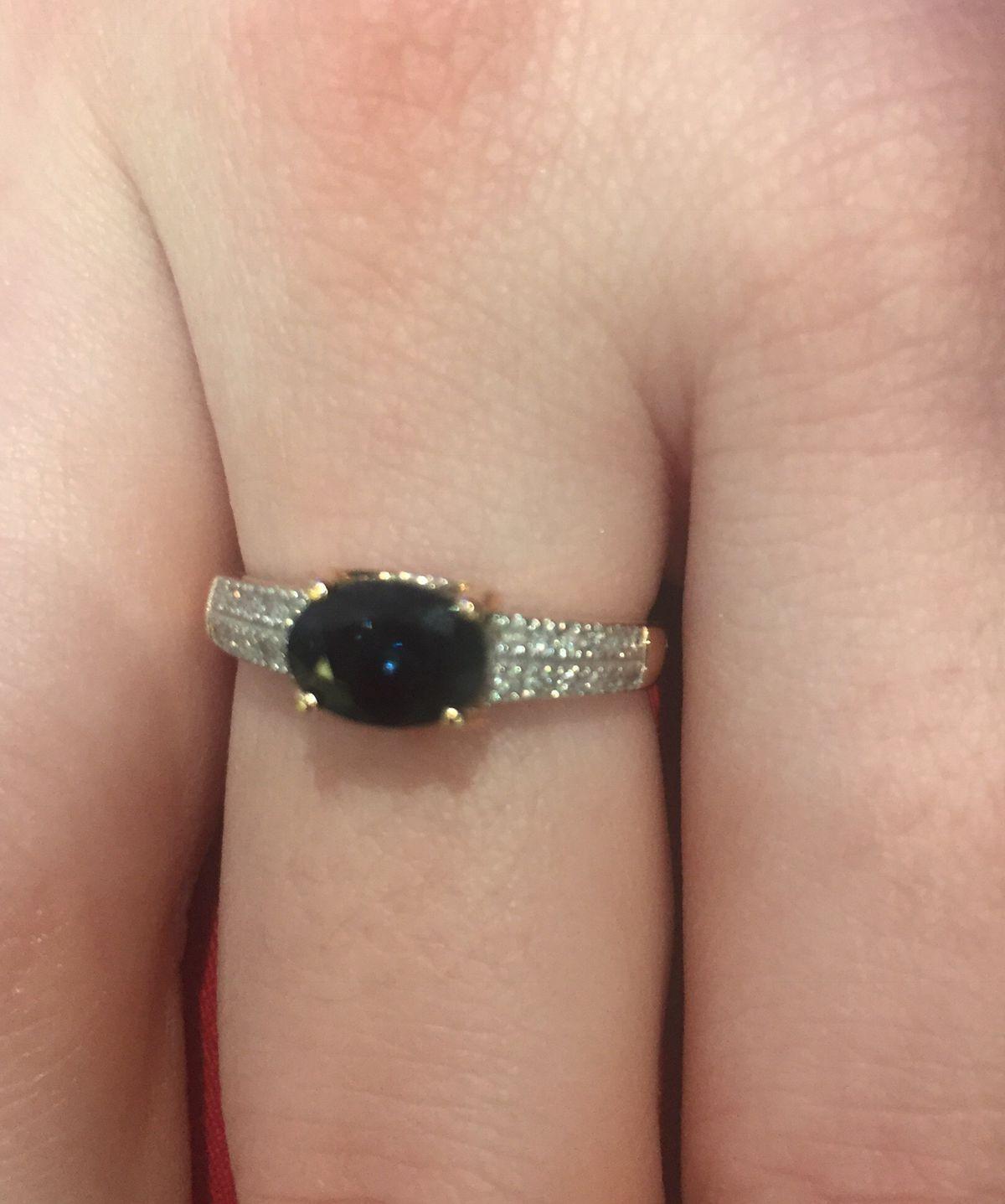 Прекрасное кольцо с сапфиром