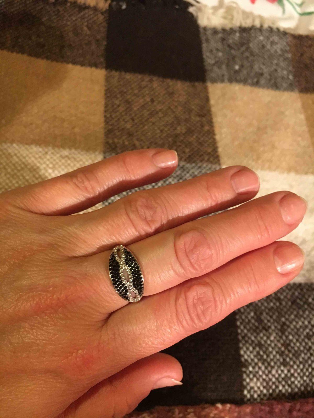 Необыкковенное кольцо с фианитом