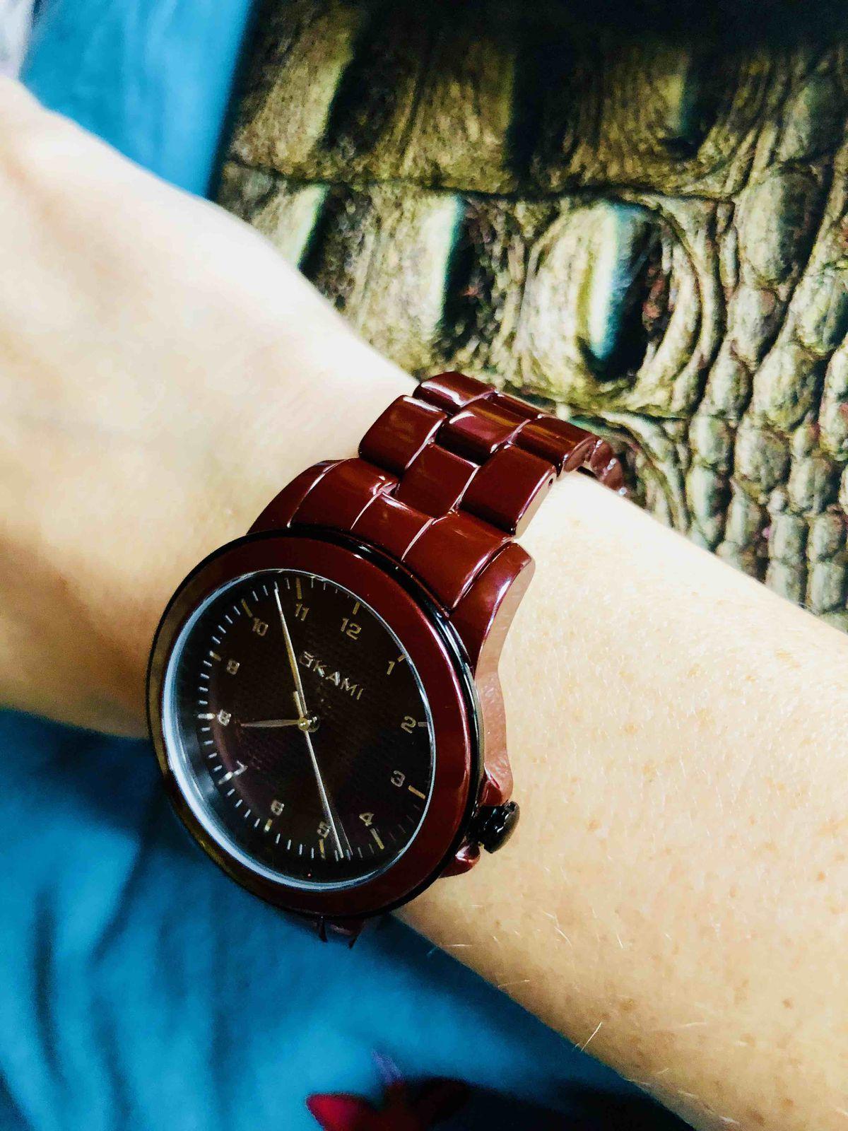 Бордовые керамические часы