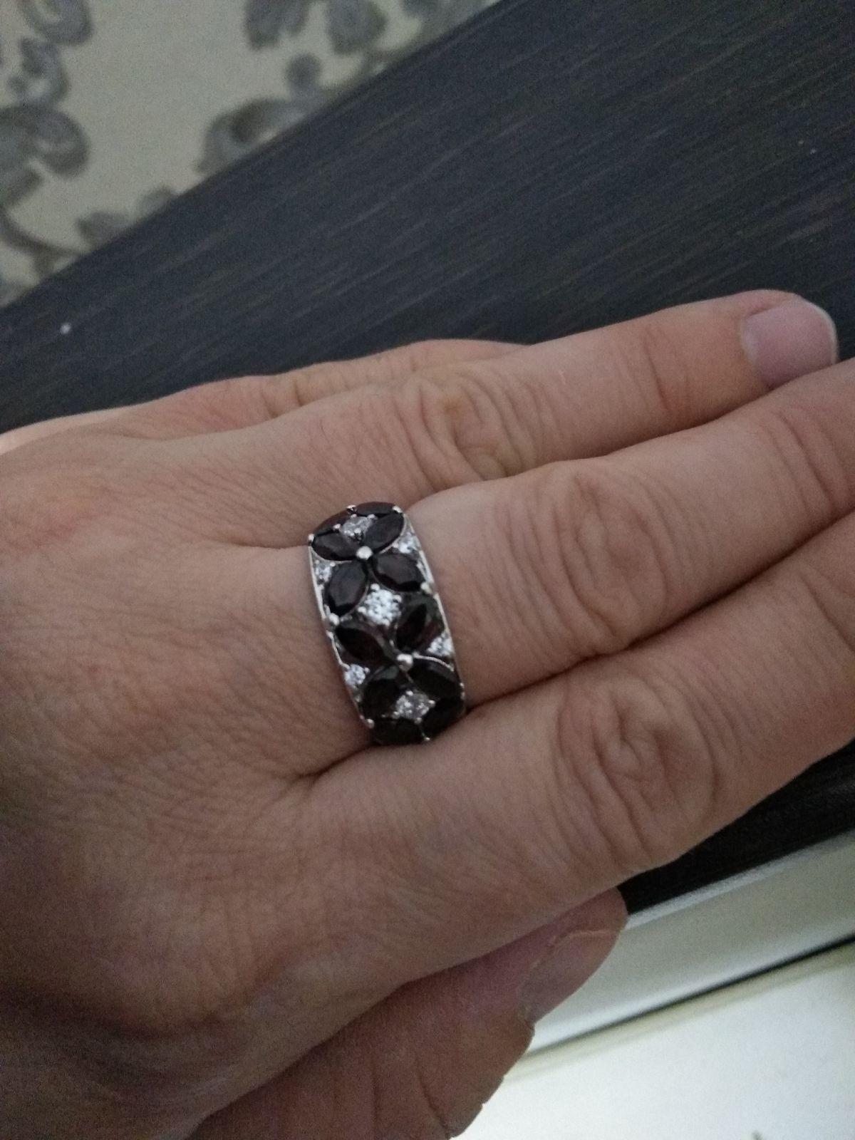 Кольцо супер,красивое.Очень мне нравится.