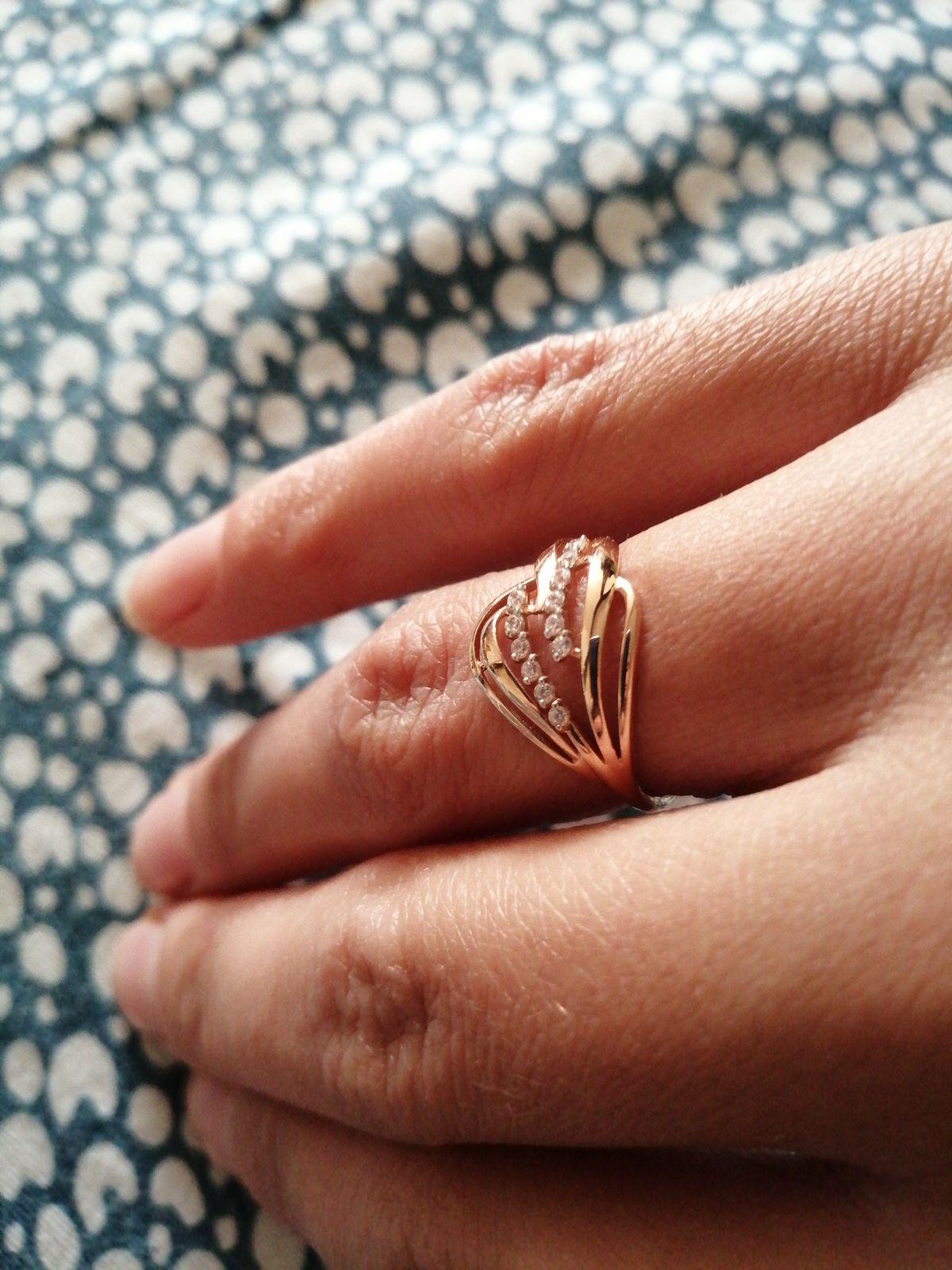 Очень красивое, аккуратно смотрится на пальце