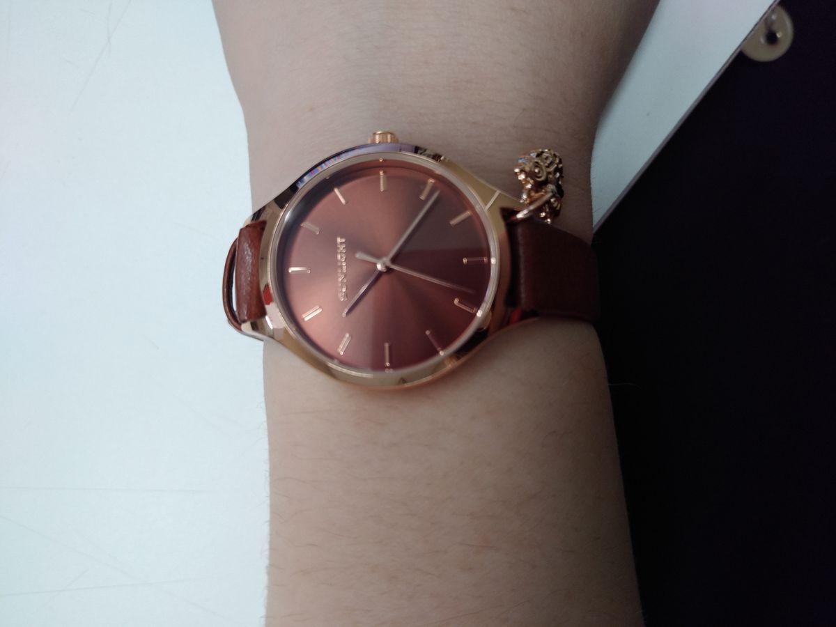 Часы цвета шоколад